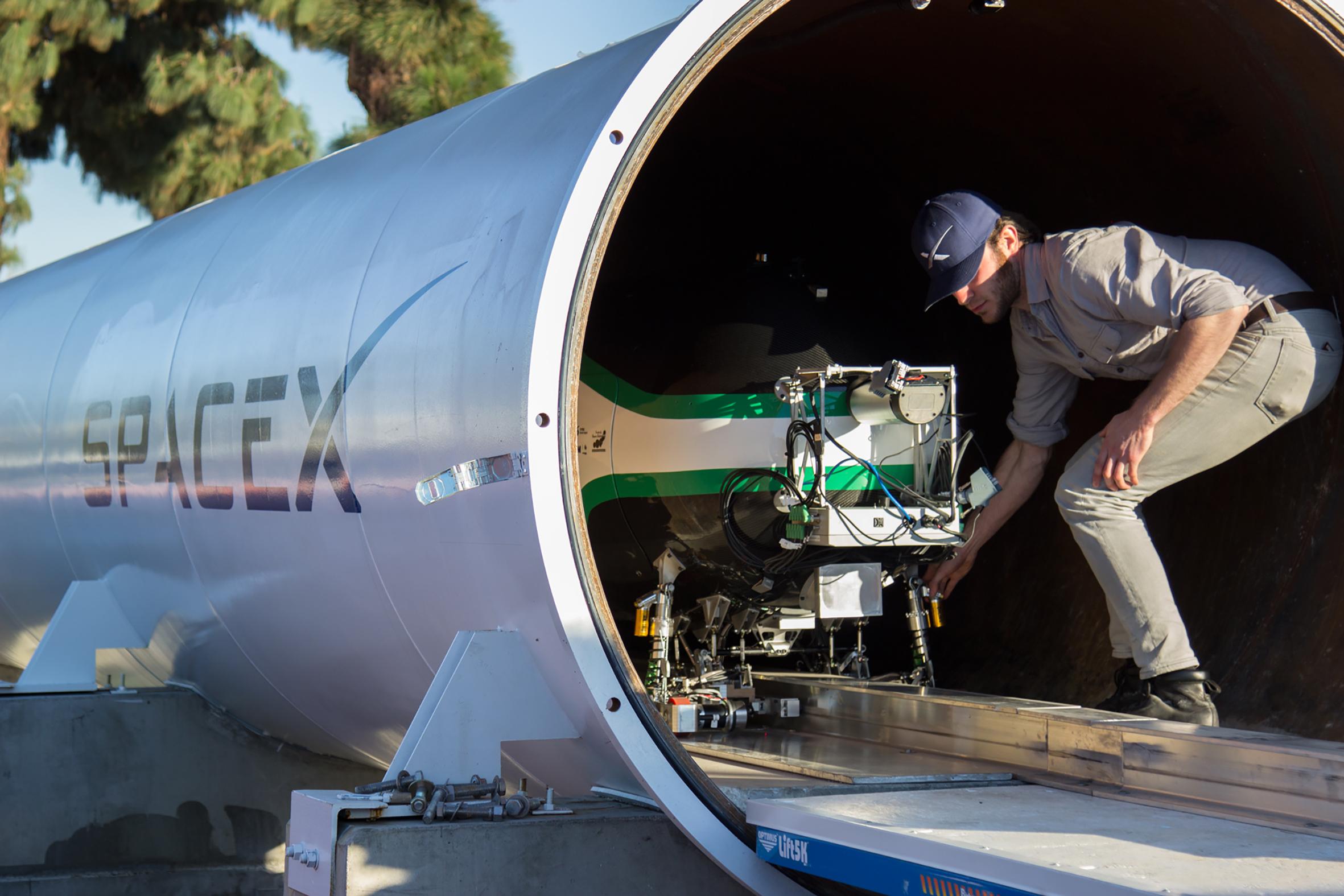 Delft Hyperloop capsule2
